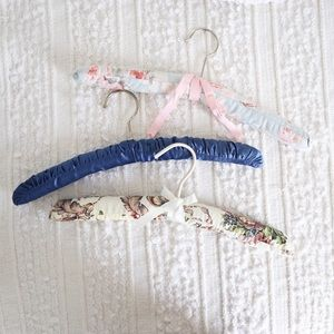 🦋 3 for $30 🦋 A set 3 vintage fabric hangers